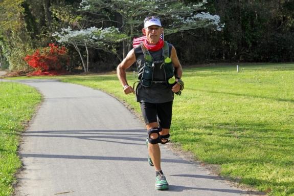Dave Cockman runs through Manteo (800x533)